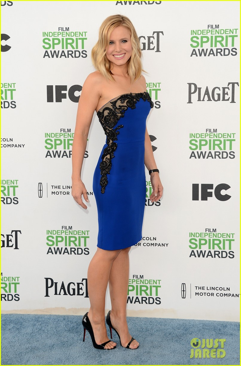 kristen bell dax shepard share cute kiss at independent spirit awards 2014 033062944