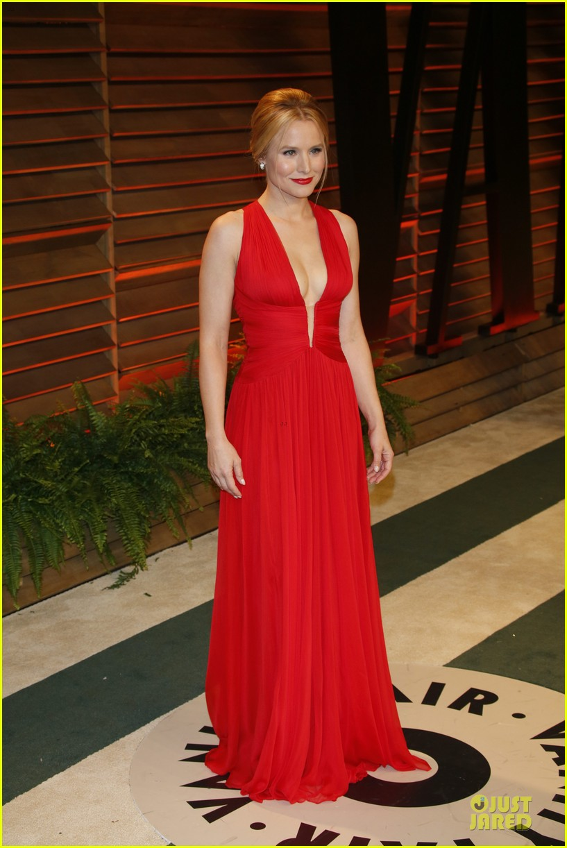 kristen bell idina menzel brings frozen joy to vanity fair oscars party 2014 113065043
