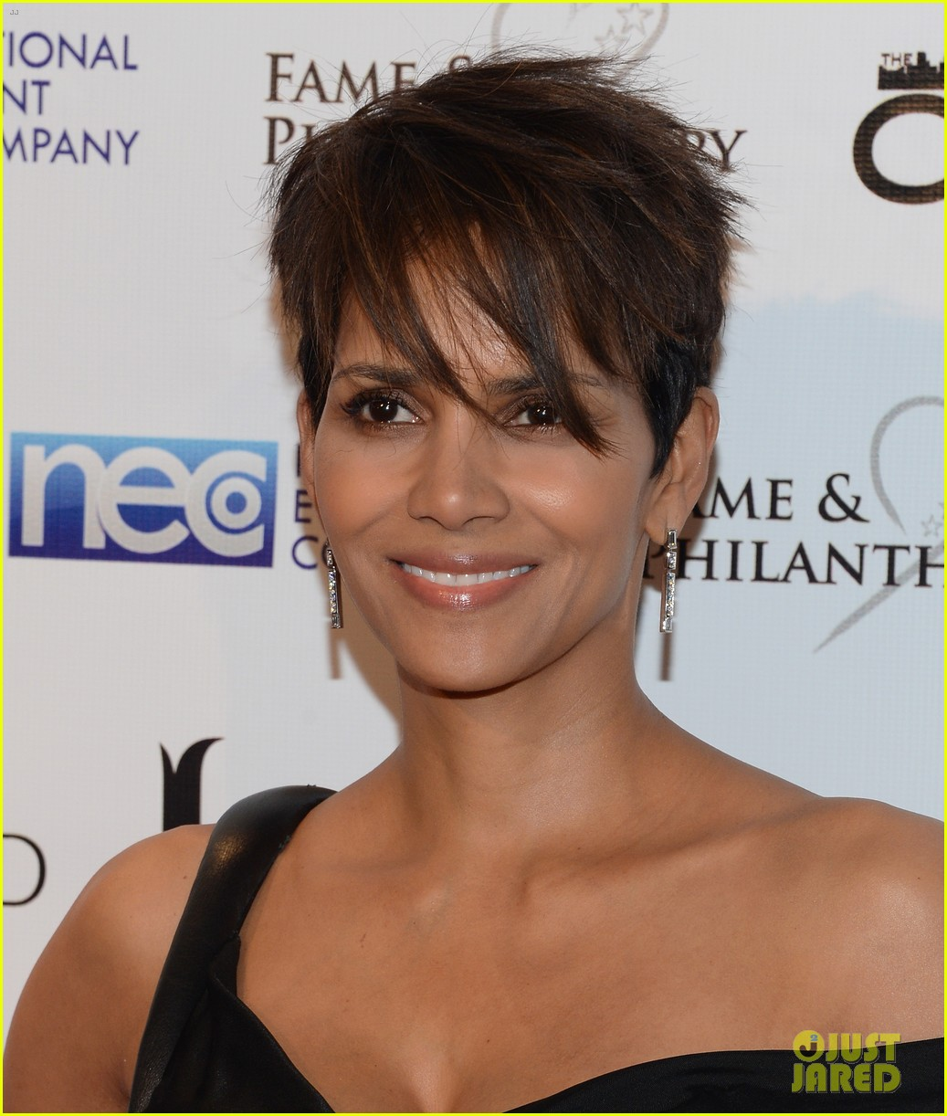 halle berry celebrates the oscars with fame philanthropy 03