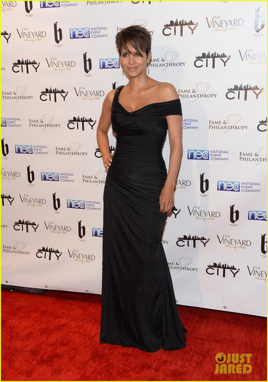 halle berry celebrates the oscars with fame philanthropy 05