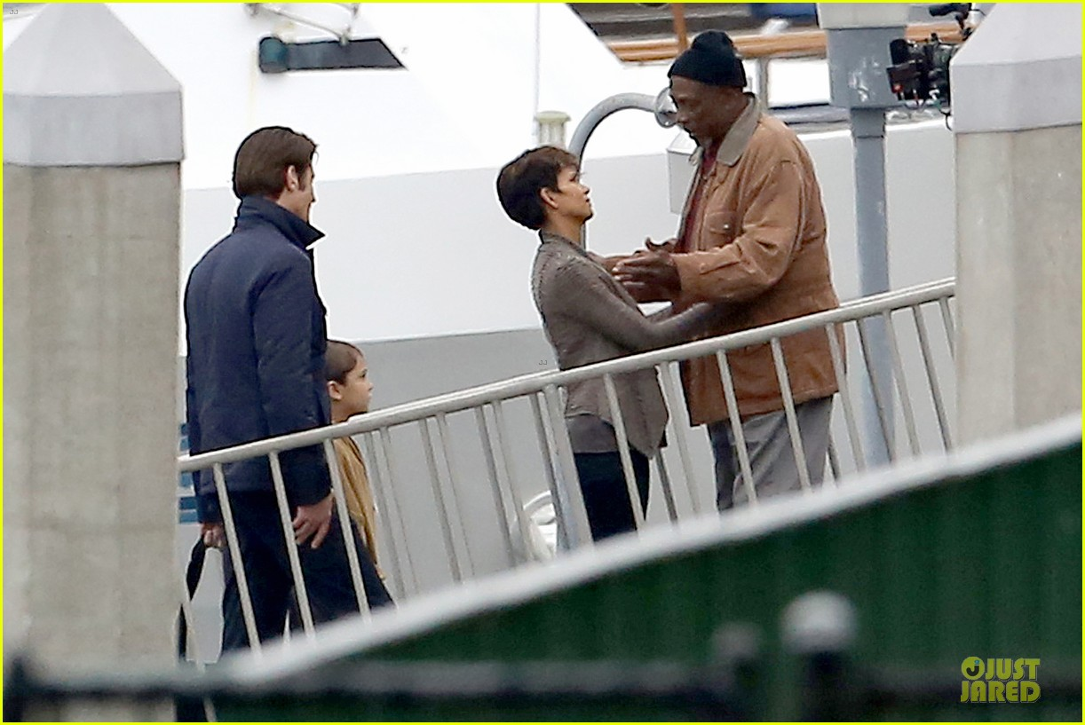 halle berry goran visnjic pda for extant 19