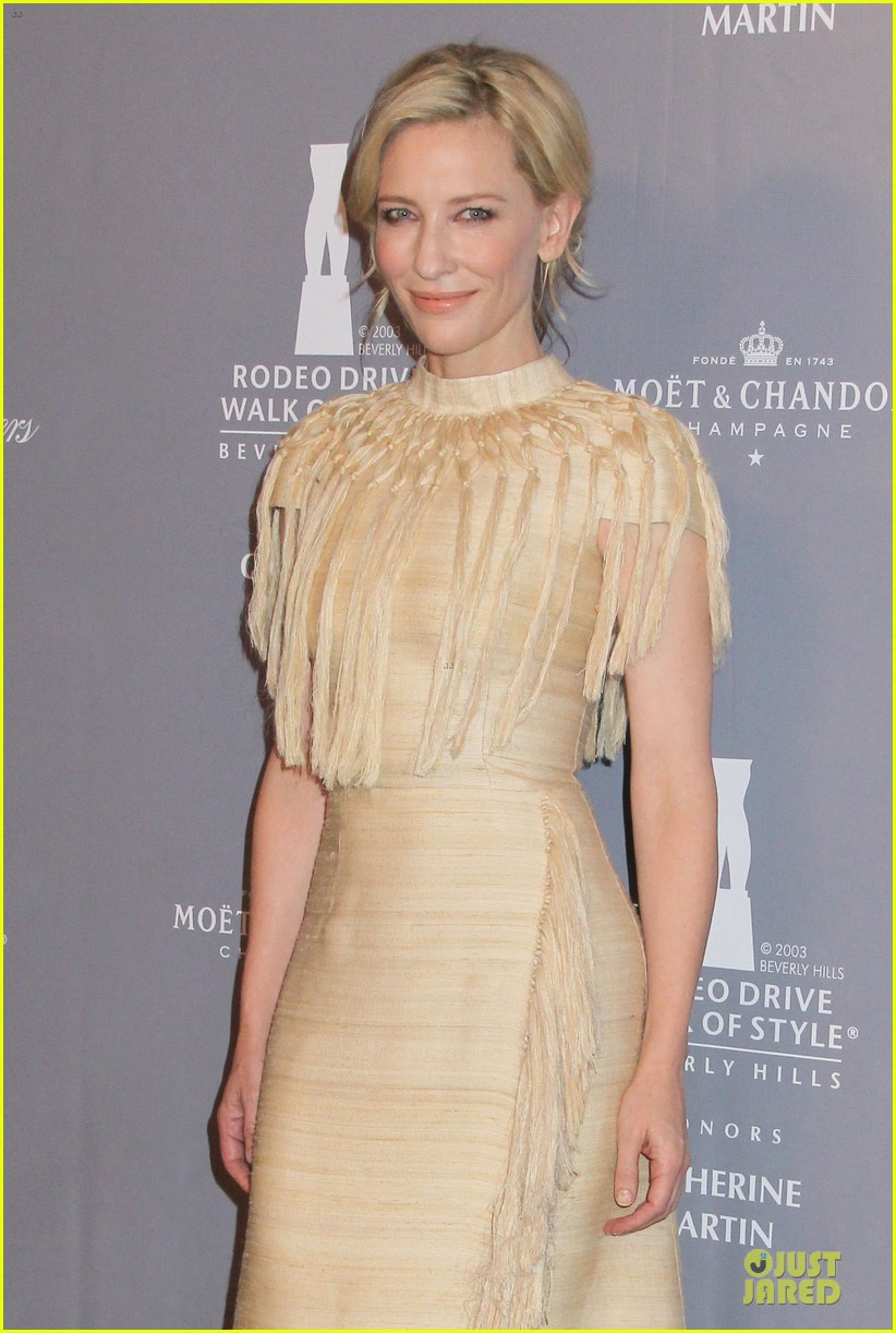 cate blanchett dons two different dresses at rodeo drive awards giorgio armani celebration 02