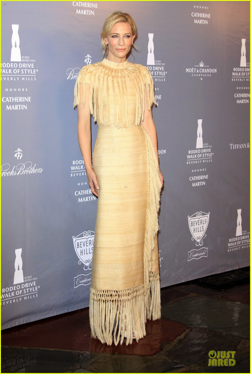 cate blanchett dons two different dresses at rodeo drive awards giorgio armani celebration 103062807