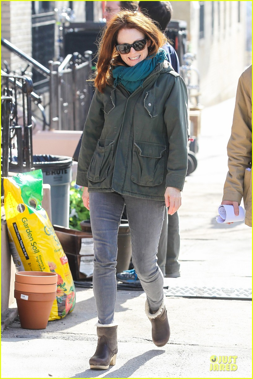 kate bosworth hides her water on still alice set 083069959