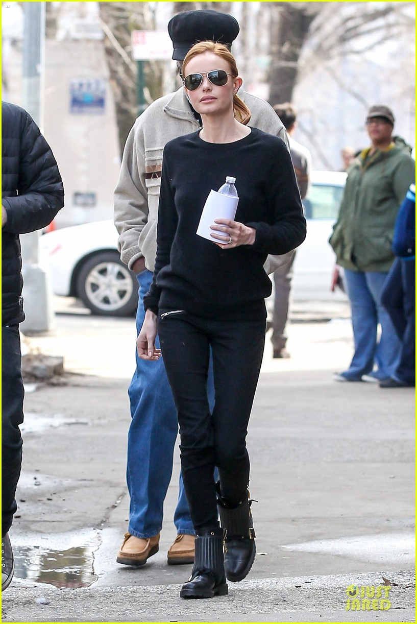 kate bosworth hides her water on still alice set 113069962