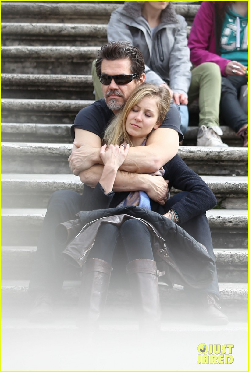 josh brolin kisses cuddles his new girlfriend assistant kathryn boyd 02