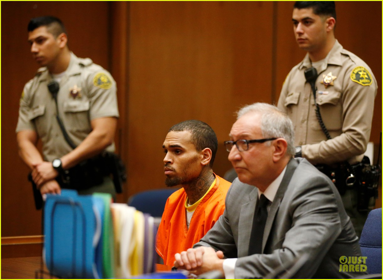 chris brown must stay in jail for one more month 03