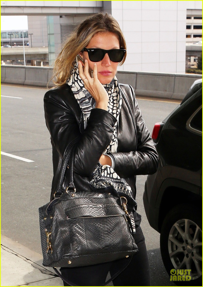 gisele bundchen business at logan airport 043078484