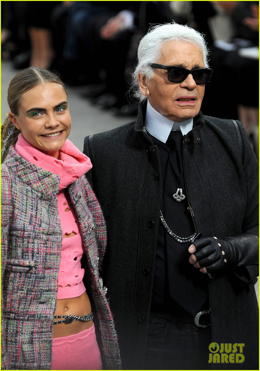 cara delevingne kendall jenner walk supermarket inspired runway at chanel show 063065986