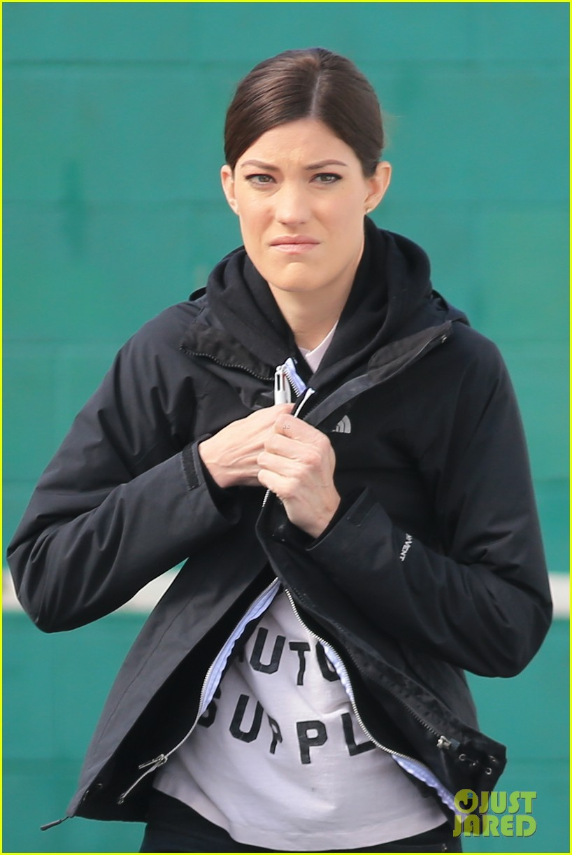 jennifer carpenter finishes up filming sea of fire in canada 09