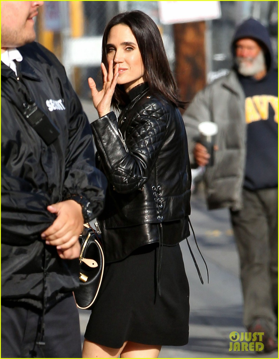 jennifer connellys daughter agnes likes to dress up like captain hook 02