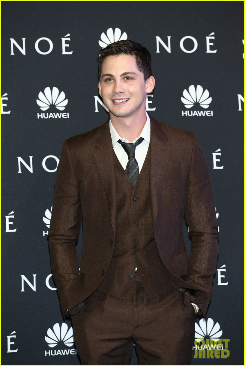 jennifer connelly logan lerman noah premiere in mexico 023069833