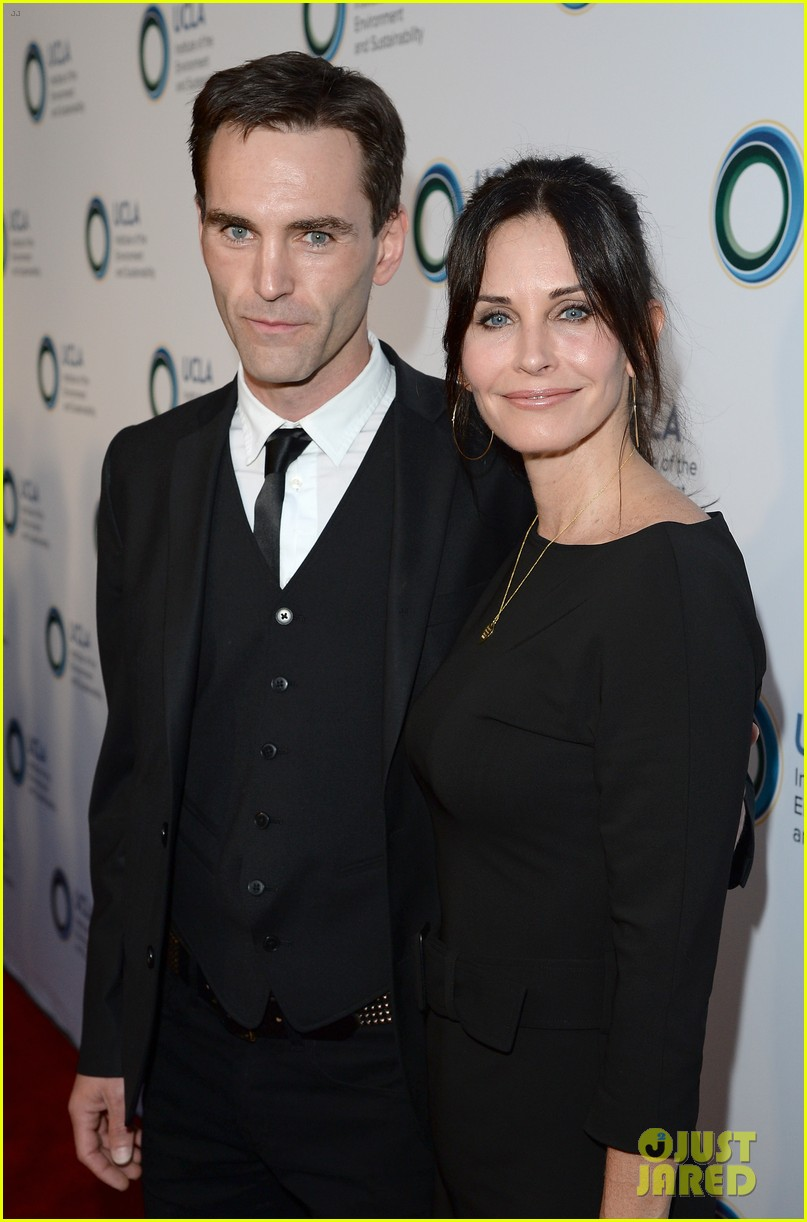 courteney cox boyfriend johnny mcdaid look so in love 09