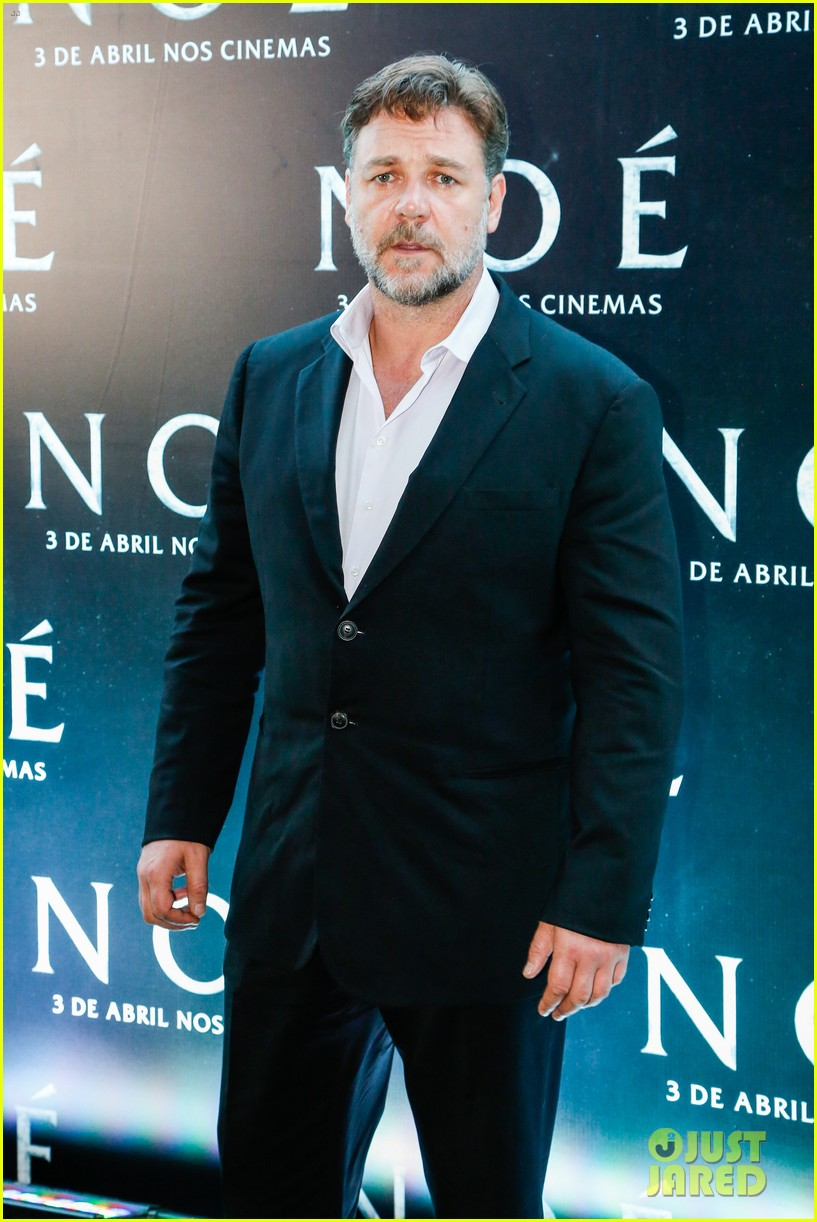 russell crowe opens up about his meeting with pope francis 07
