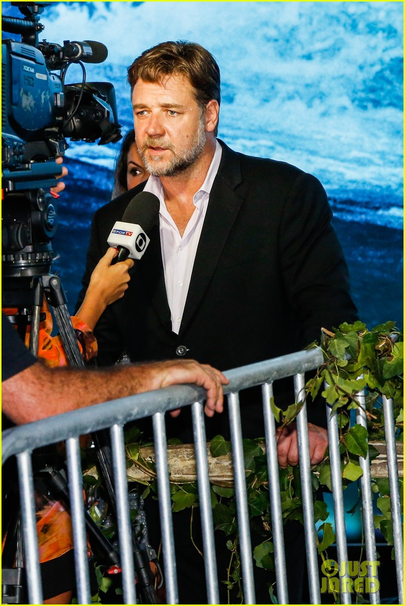 russell crowe opens up about his meeting with pope francis 08