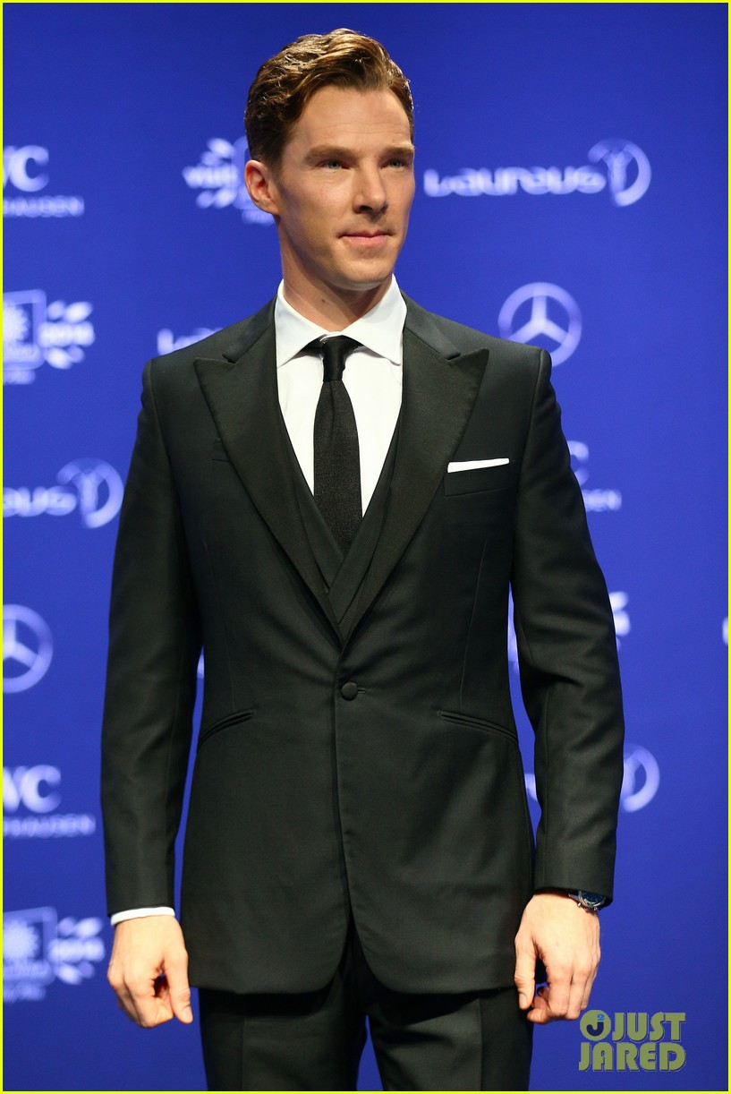 benedict cumberbatch looks mighty fine hosting sports award show 043078876