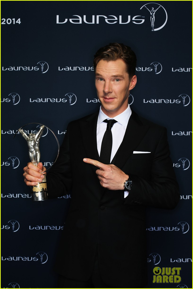 benedict cumberbatch looks mighty fine hosting sports award show 12