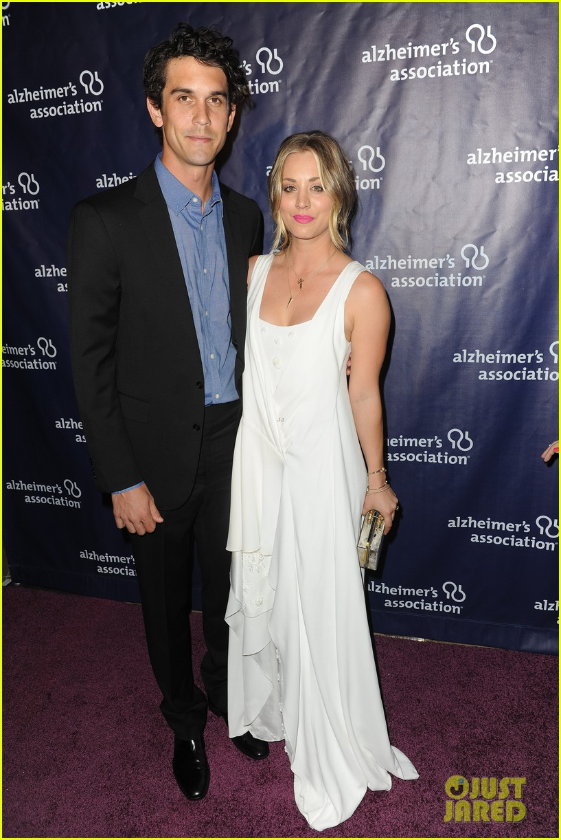kaley cuoco attends a night at sardis with ryan sweeting sister briana 02