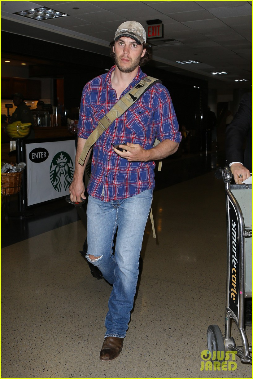 brooklyn decker taylor kitsch battleship reunion lax 02