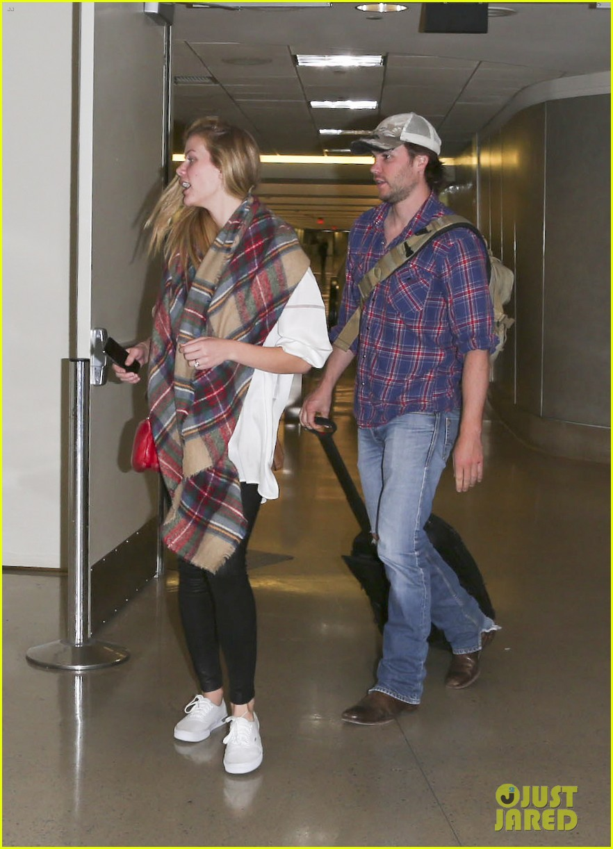 brooklyn decker taylor kitsch battleship reunion lax 18