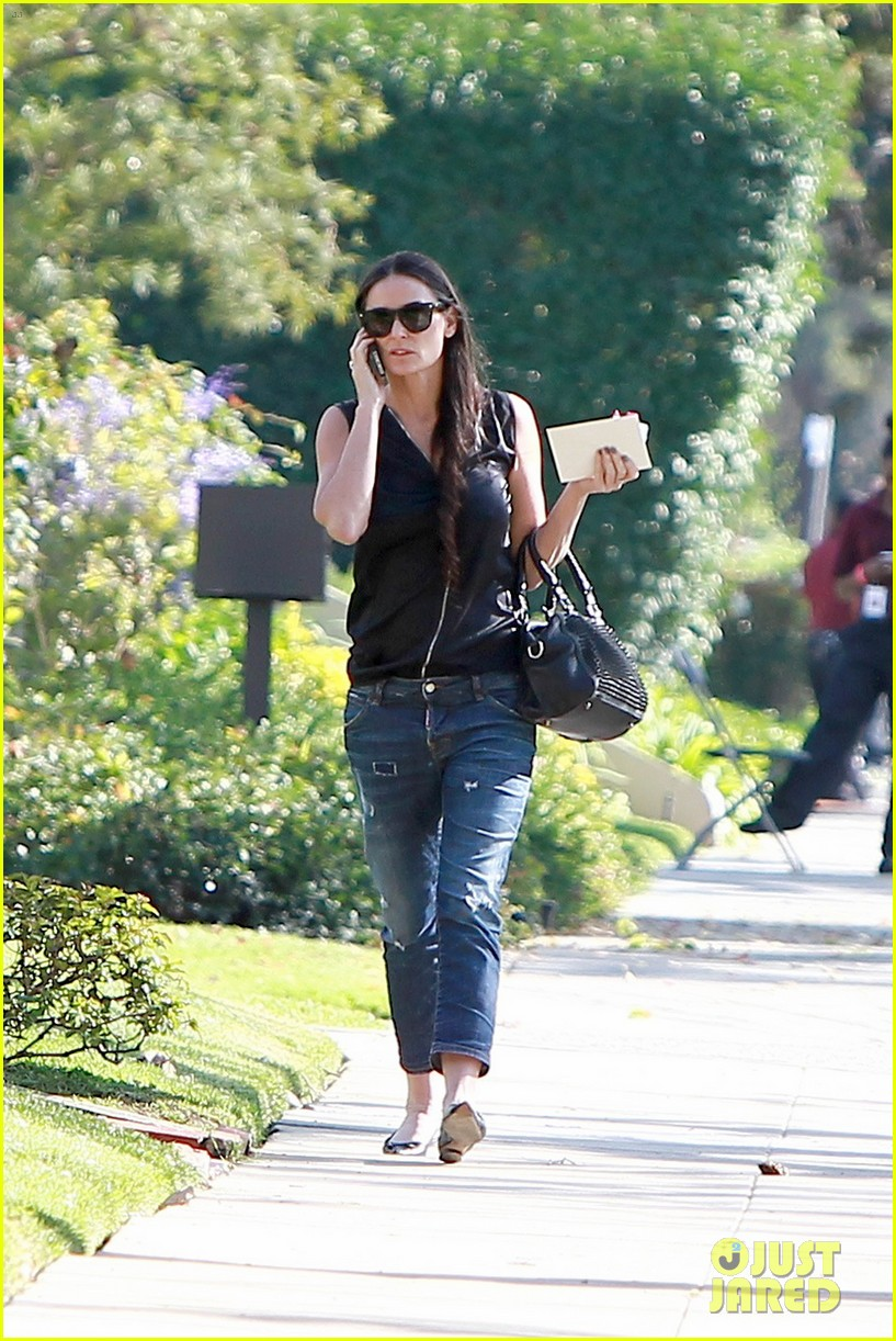 demi moore birthday party boyfriend jeans 063072789