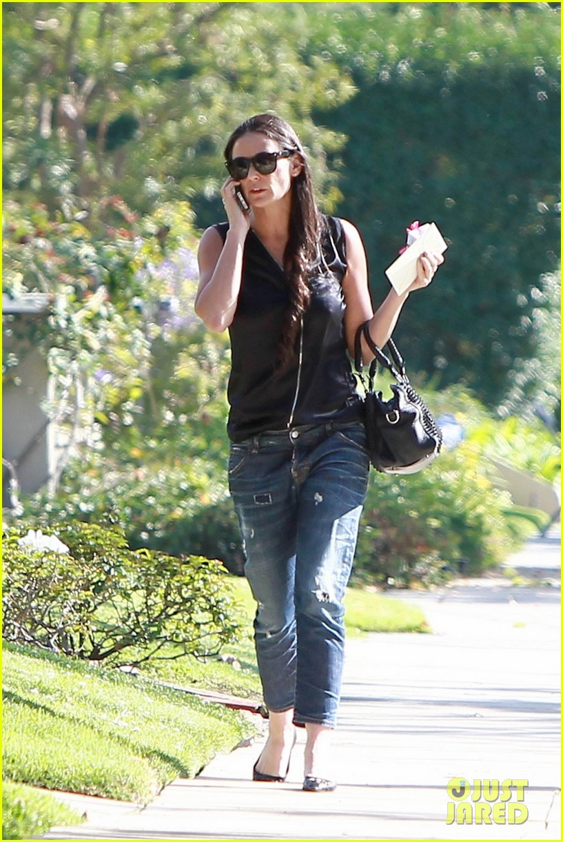 demi moore birthday party boyfriend jeans 07