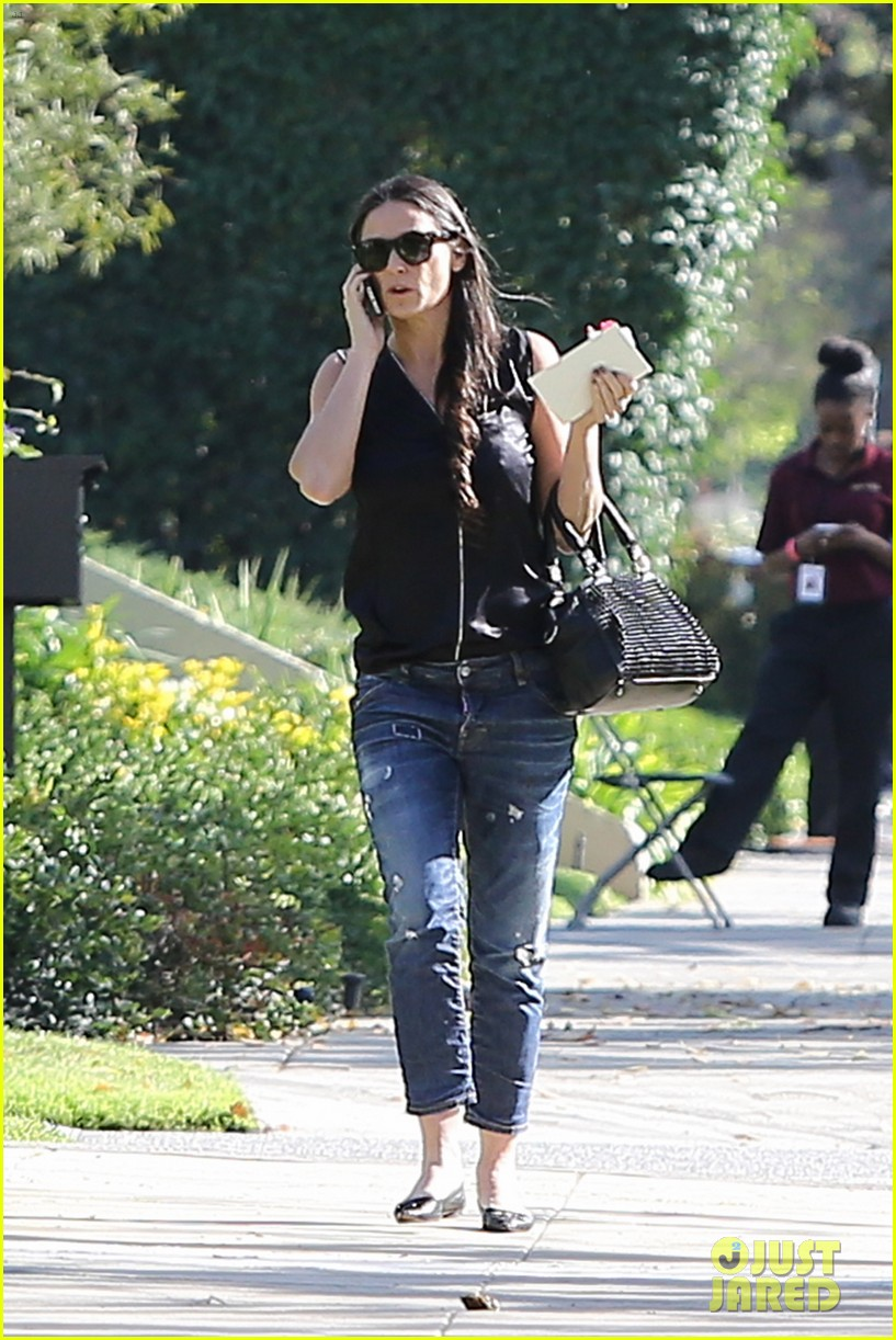 demi moore birthday party boyfriend jeans 12