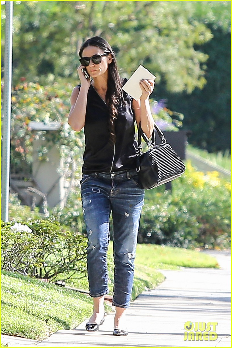 demi moore birthday party boyfriend jeans 263072809