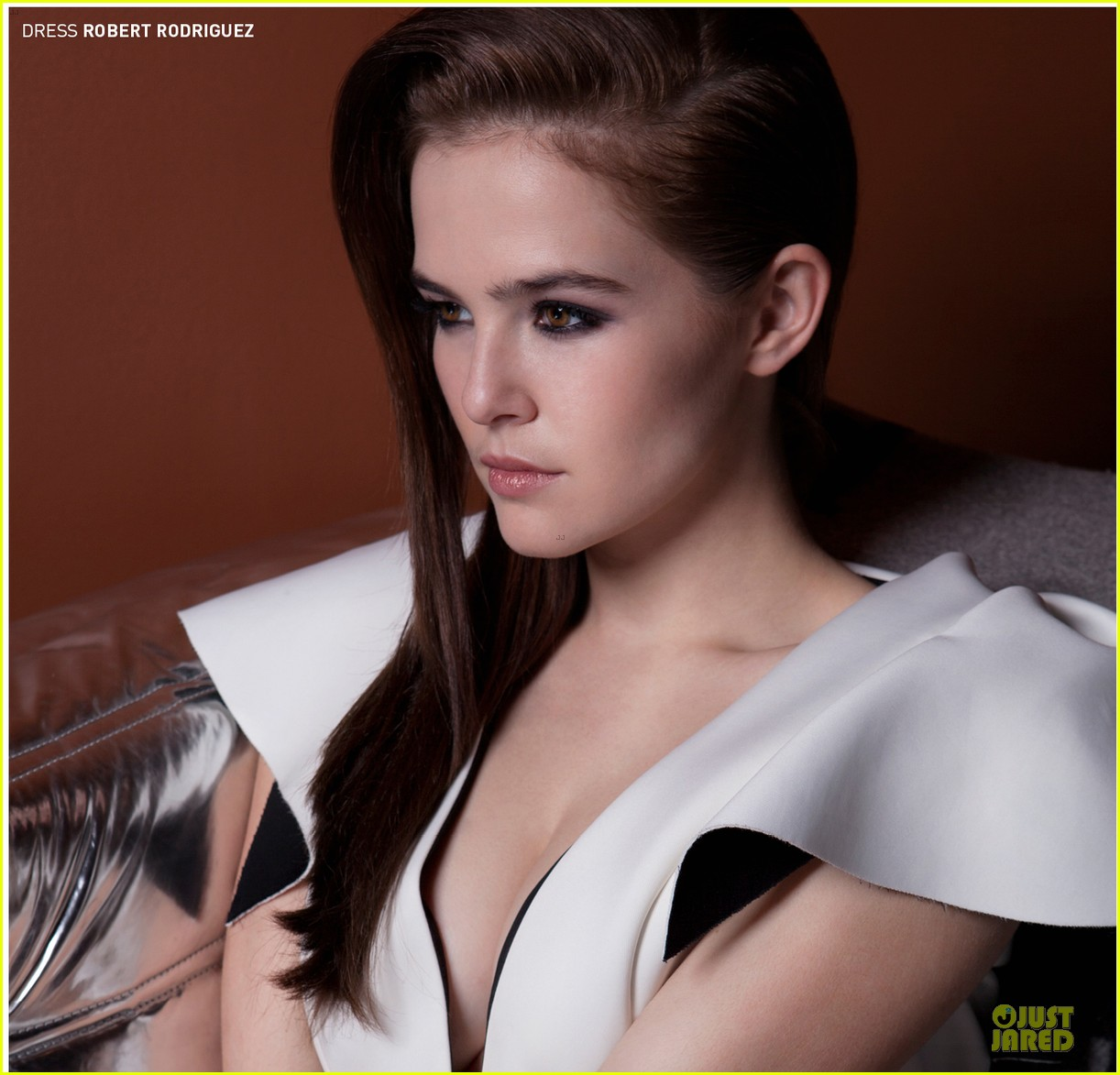 zoey deutch praises sandra bullock in bello 01