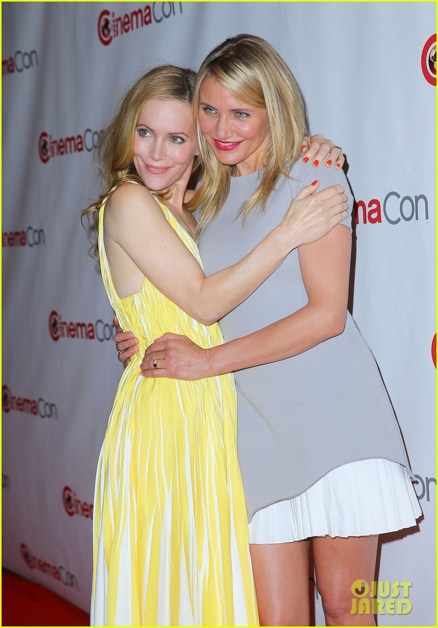 cameron diaz leslie mann let no other woman between them at cinemacon 02