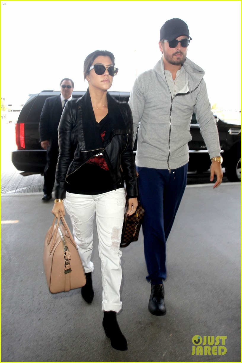 scott disick leaves little to the imagination 033077269