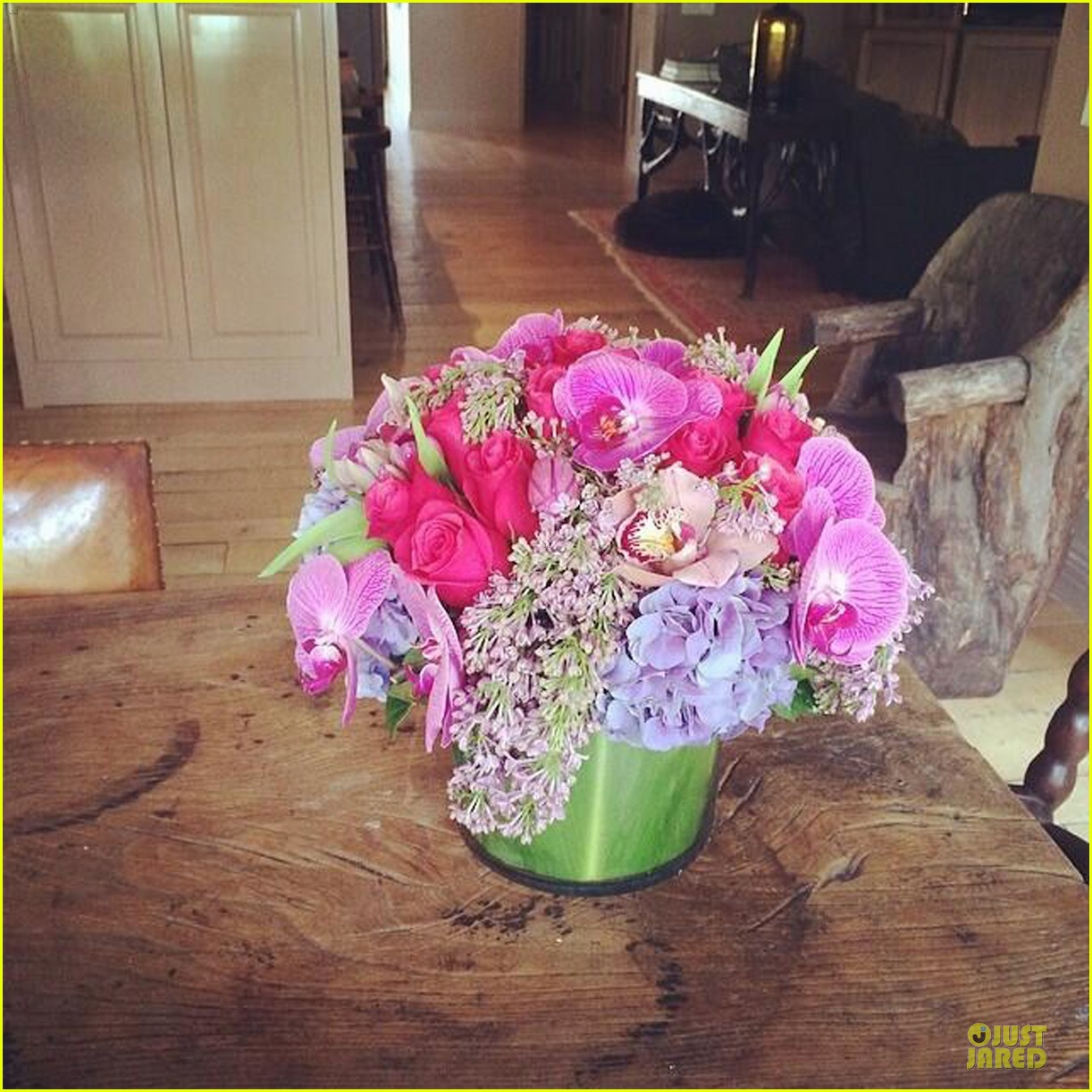 hilary duff gets pretty flowers from someone who loves her 05