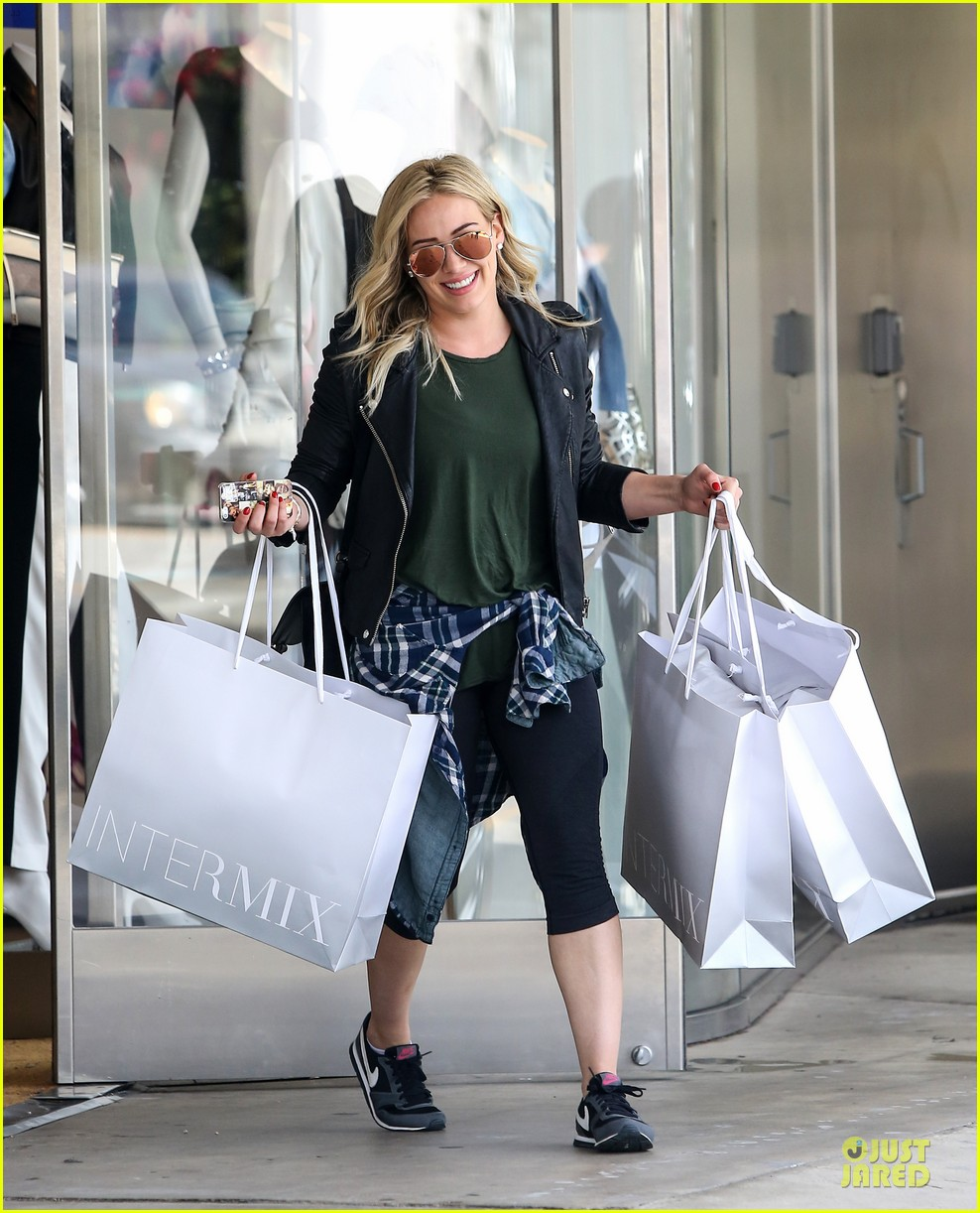 hilary duff brings music with record deal 11