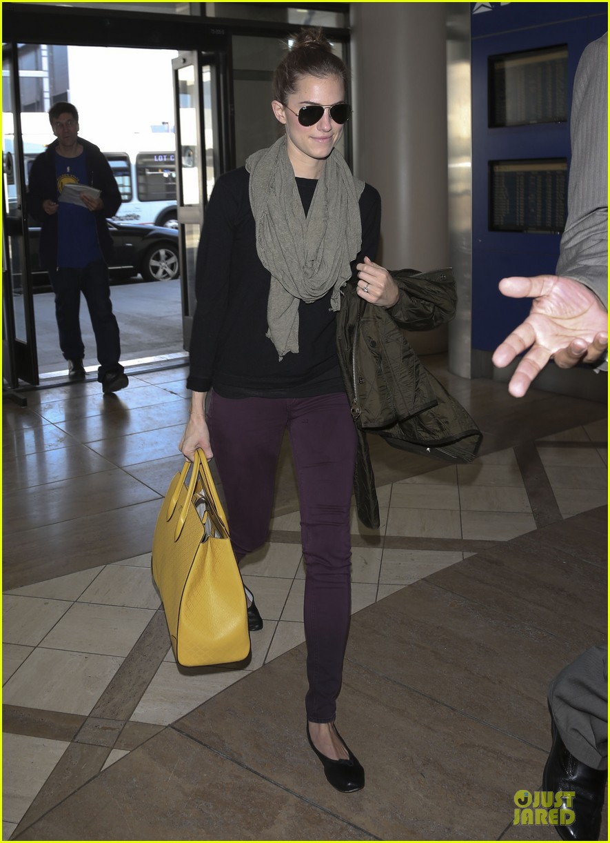 lena dunham allison williams fly out of lax 05