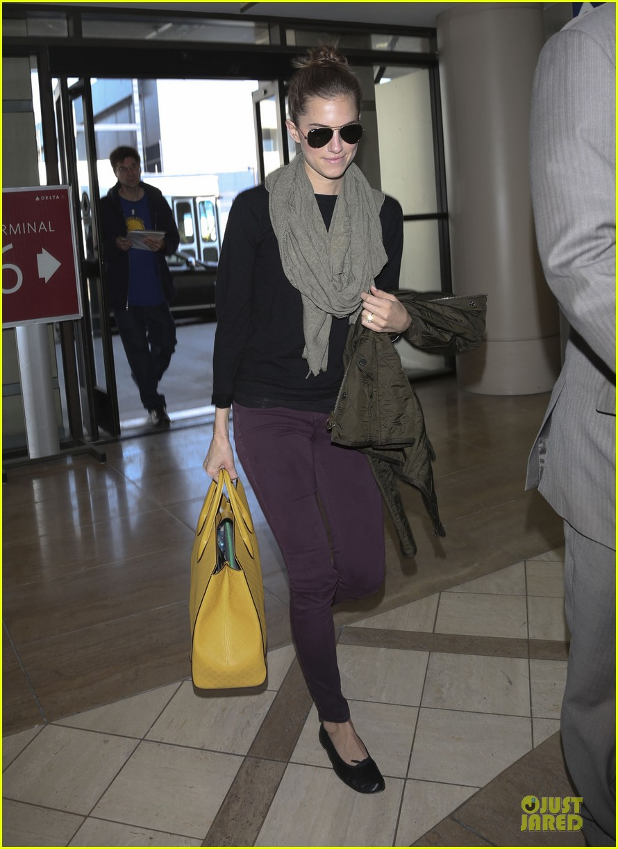 lena dunham allison williams fly out of lax 06