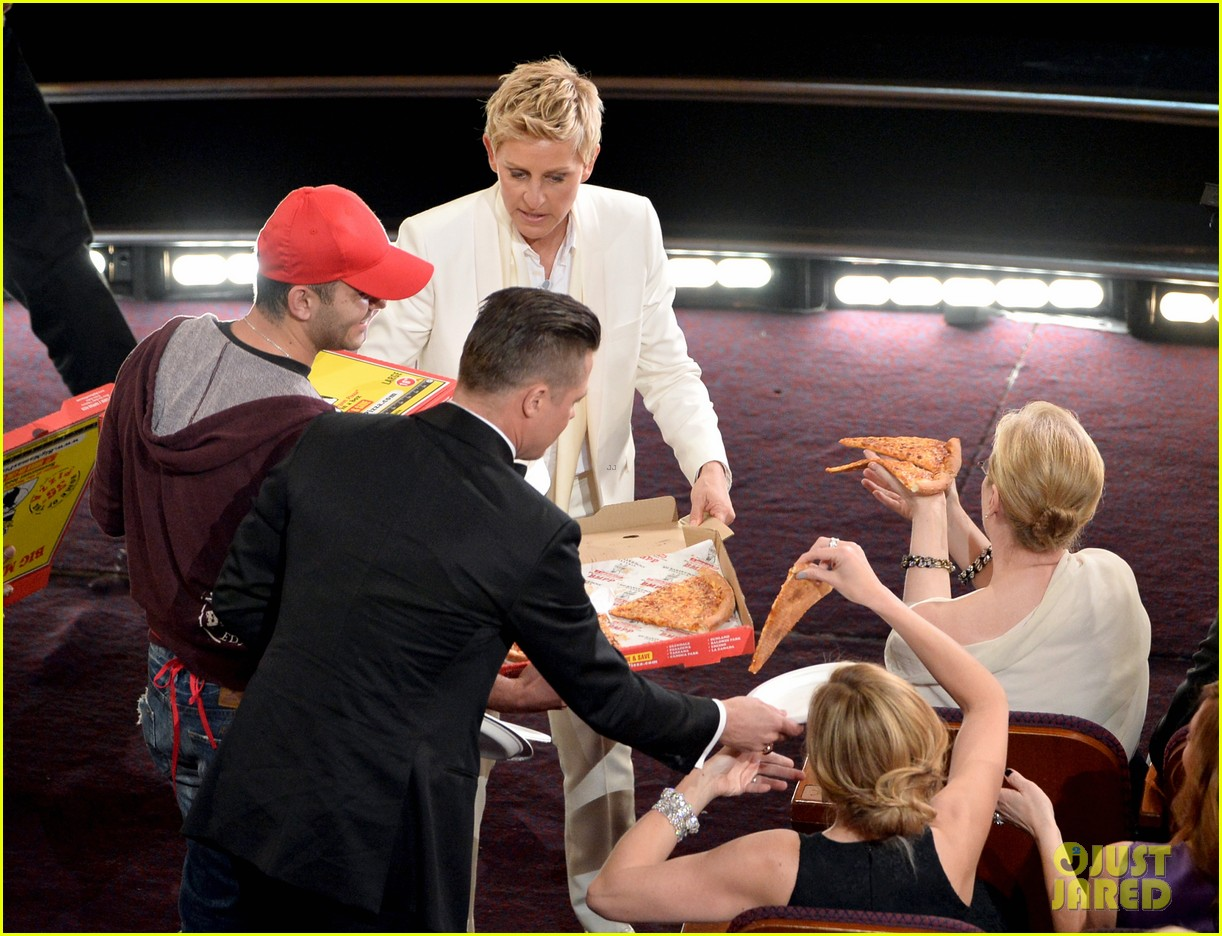 ellen degeneres serves pizza to celebs at oscars 2014 video 04