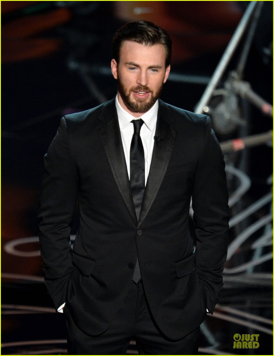 presenter chris evans suits up at oscars 2014 03