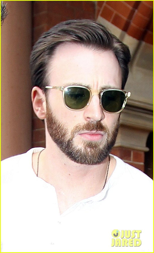 chris evans makes us swoon as he arrives in london 02