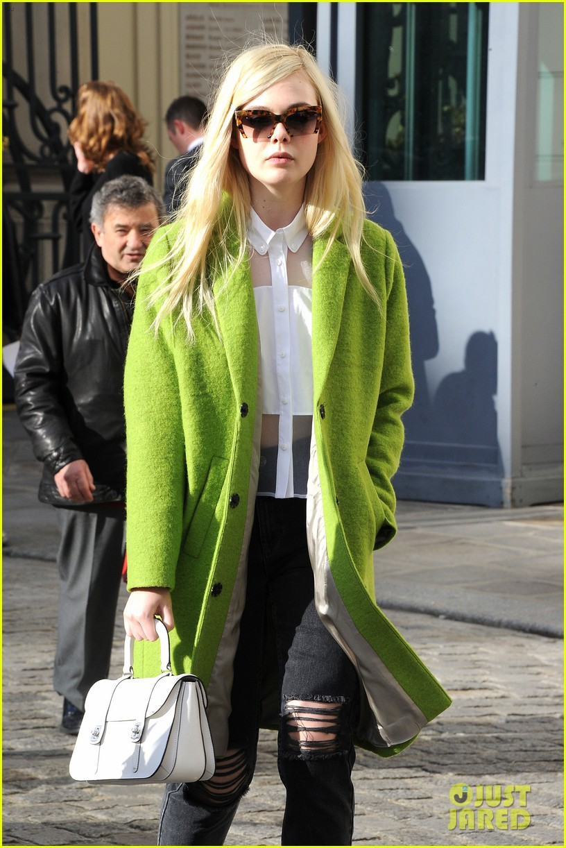 dakota elle fanning are chic sisters on separate continents 13