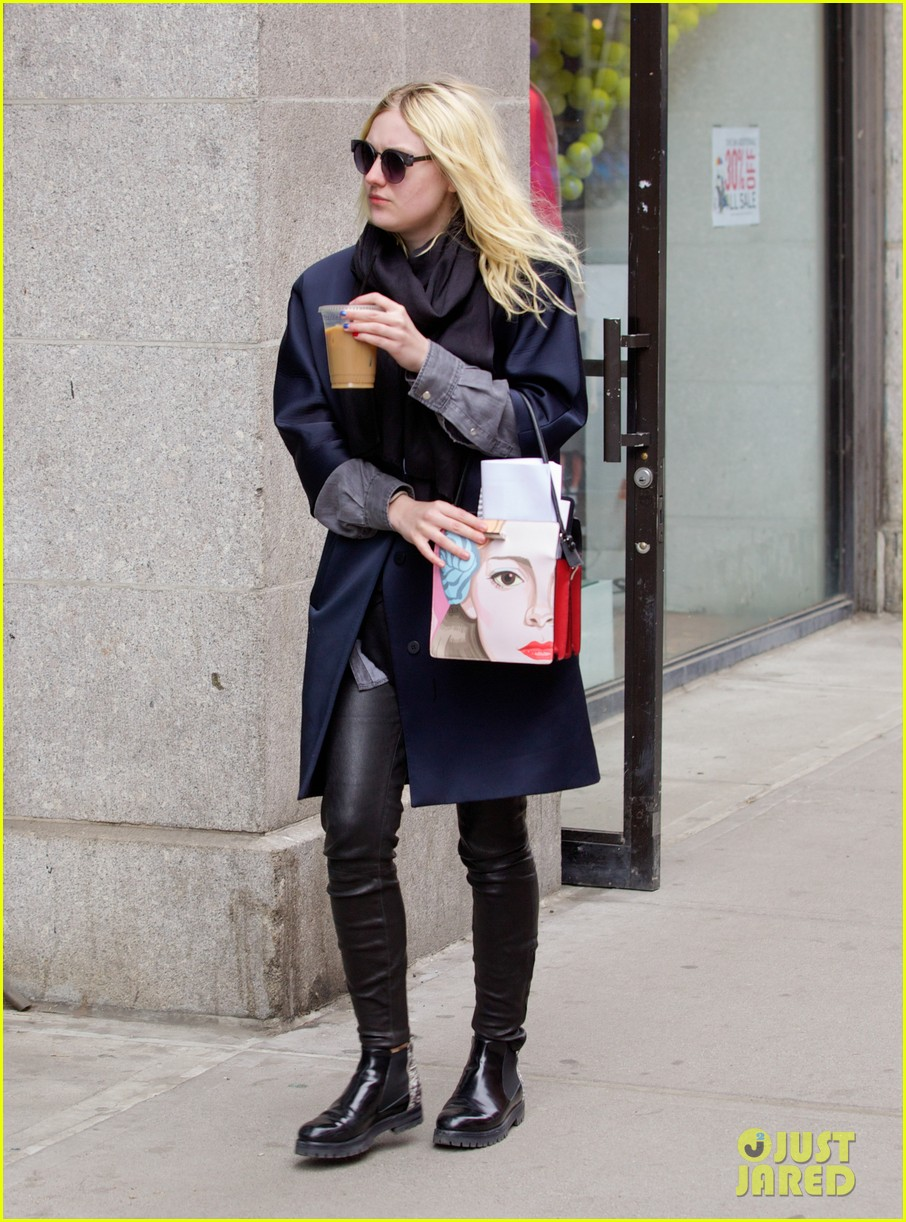 dakota fanning i love my stylist but hate trying on clothes 023074806