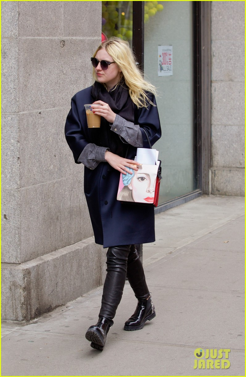 dakota fanning i love my stylist but hate trying on clothes 123074816