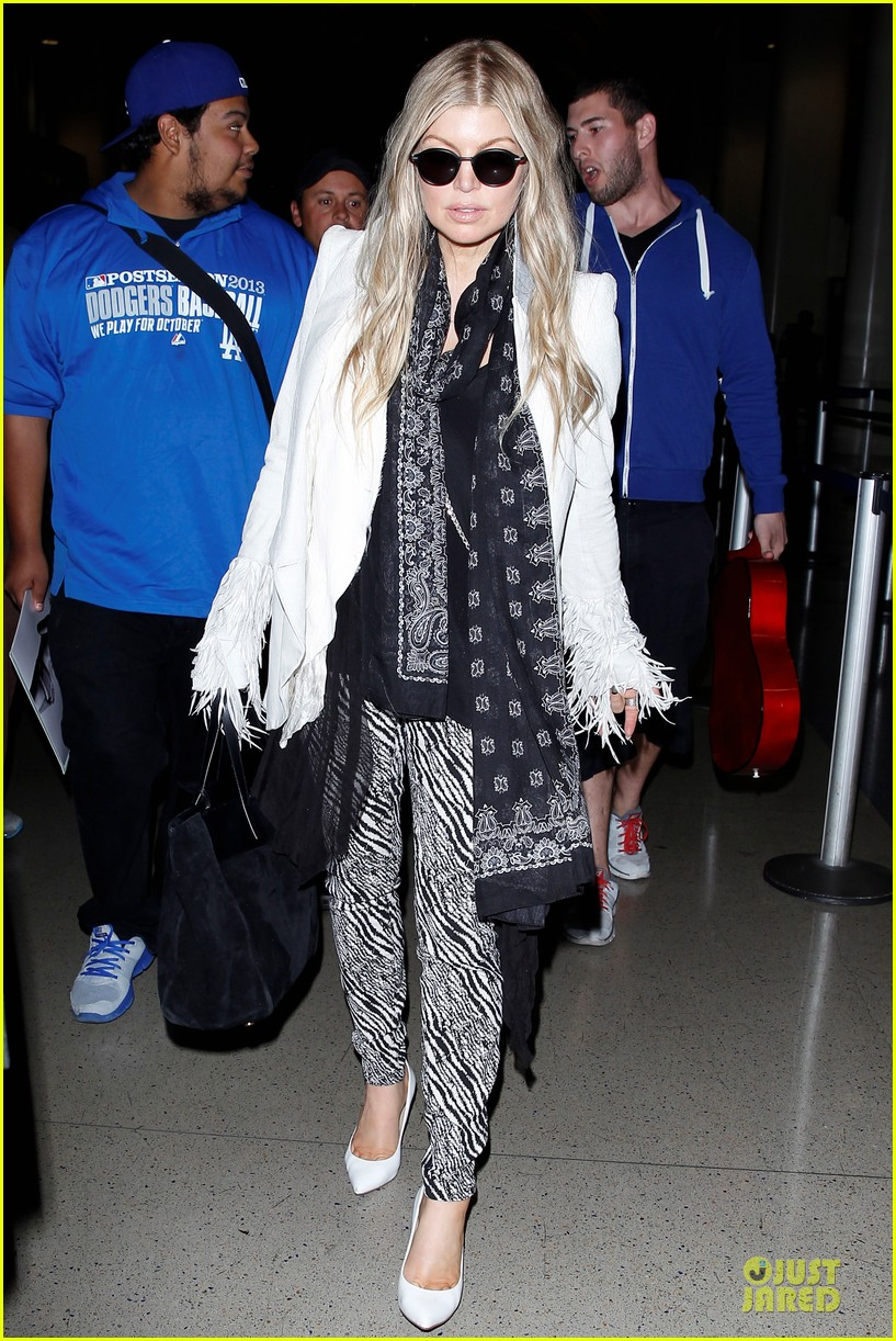 fergie keeps it wild with zebras 09