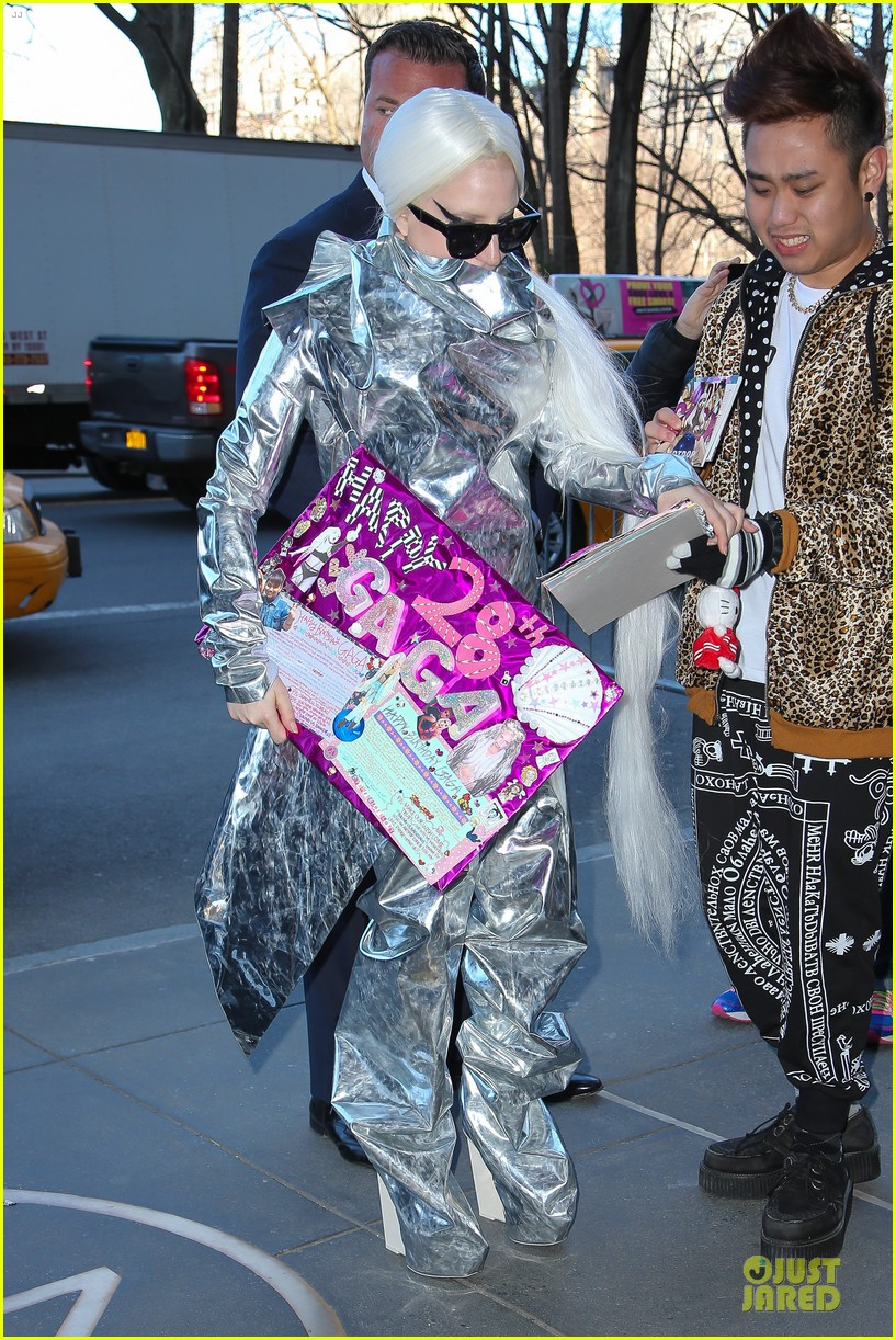 lady gaga shines in silver foil outfit 013078008