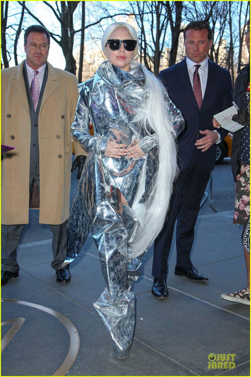 lady gaga shines in silver foil outfit 10