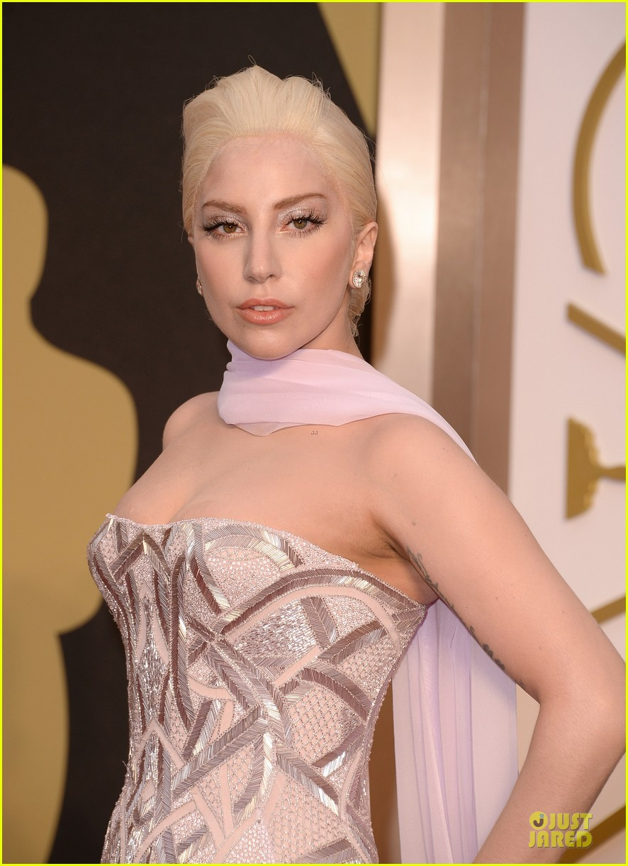 lady gaga metallic goddess on the oscars 2014 red carpet 02