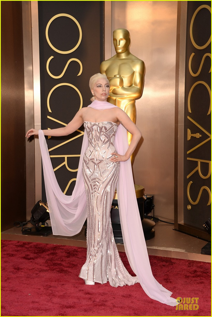 lady gaga metallic goddess on the oscars 2014 red carpet 04
