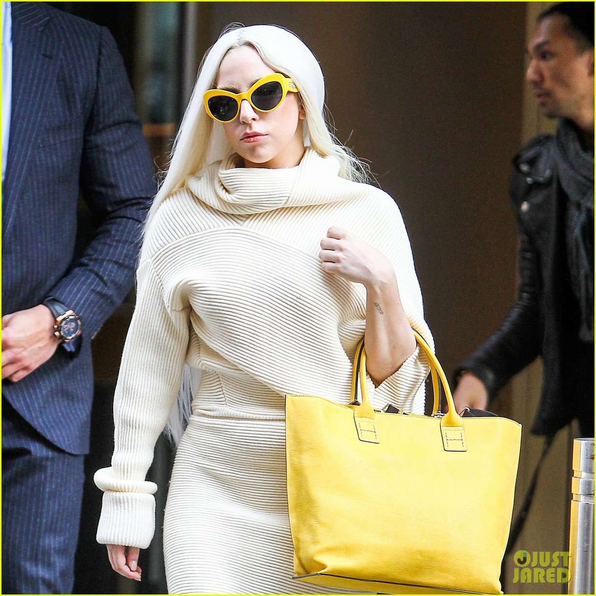 lady gaga simple yet chic look 023077805