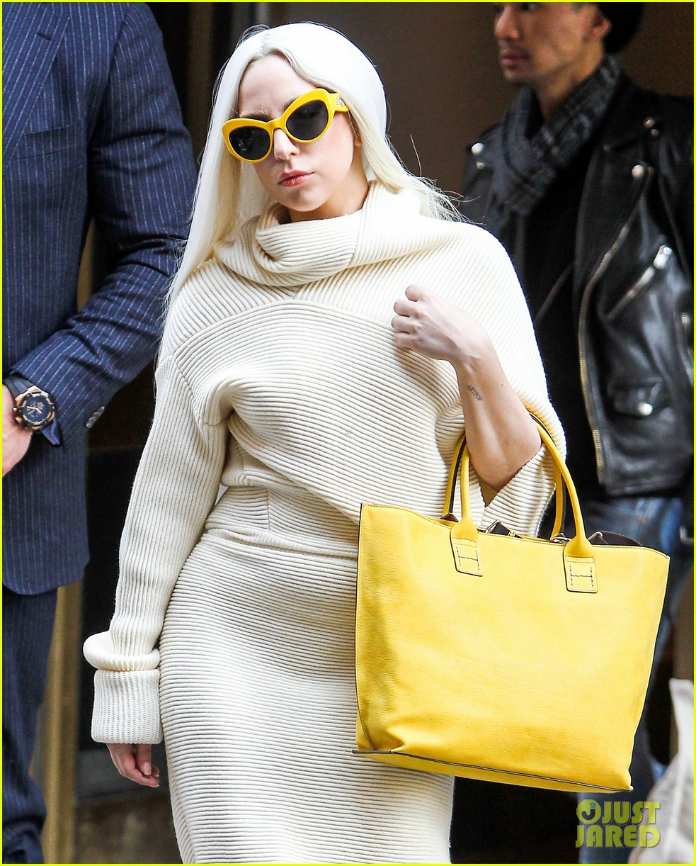 lady gaga simple yet chic look 04