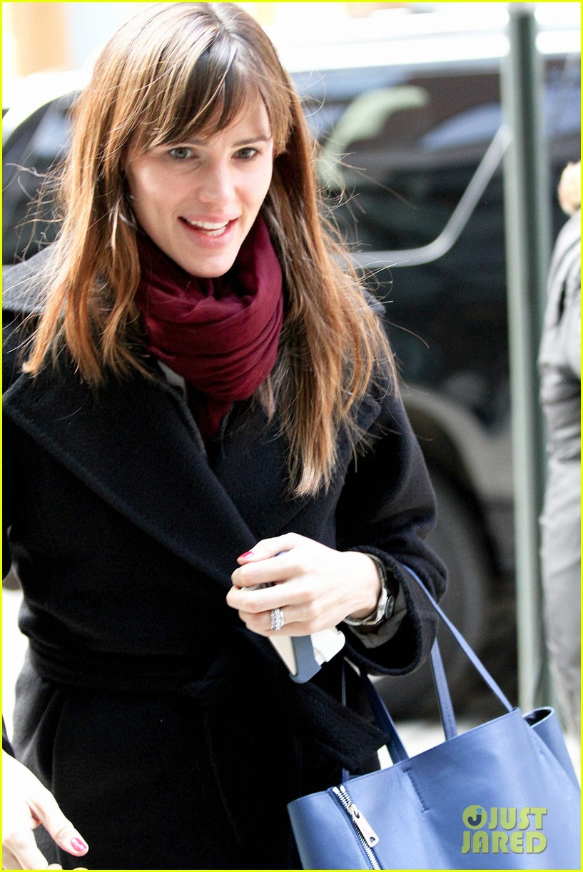 jennifer garner keeps bundled during new york city trip 023067078