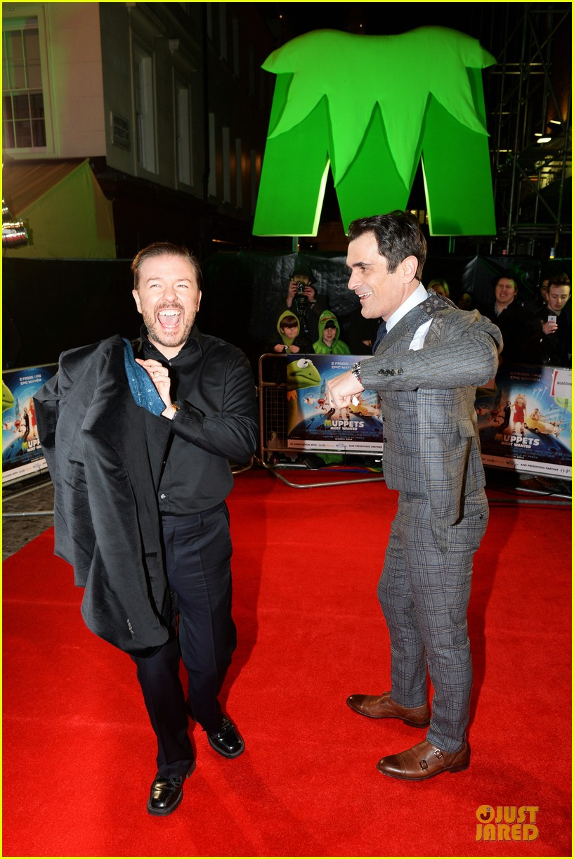 ricky gervais ty burrell look vip at muppets london 103077996